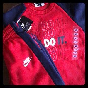 Kids 4T Nike sweatsuit (brand new)